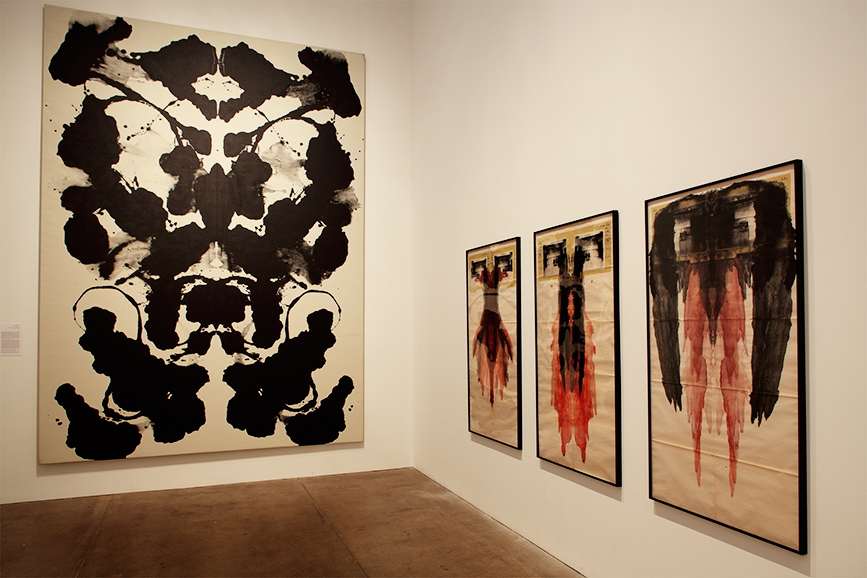 Installation shot featuring Andy Warhol, Rorschach, 1984, (left), acrylic on linen, The Andy Warhol Museum, Pittsburgh; Founding Collection (c) The Andy Warhol Foundation for the Visual Arts, Inc., with José Rufino Substantia (series), 2010. Photo: Richard Stoner. Imagem