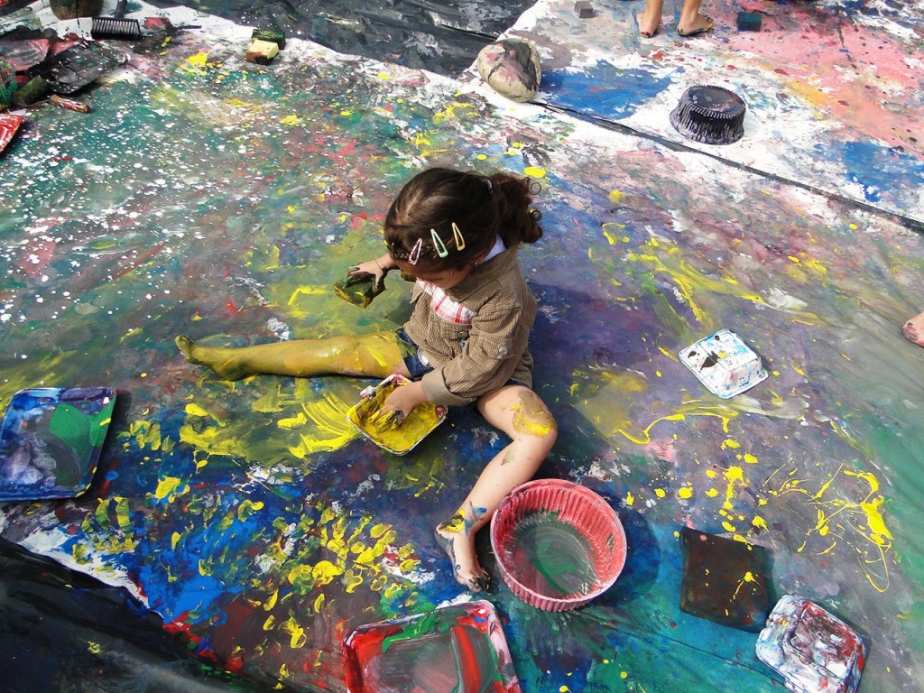 """DouAções (special """"given actions"""" with artists) for Children's Day: in honor of artist Ivan Serpa"""