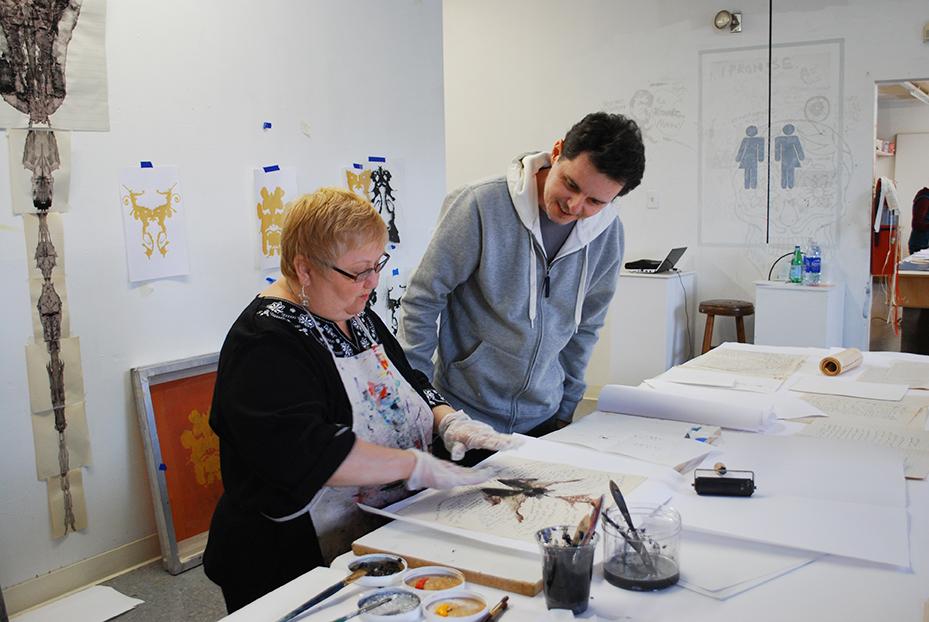 José Rufino no ateliê Artists Image Resource com paciente