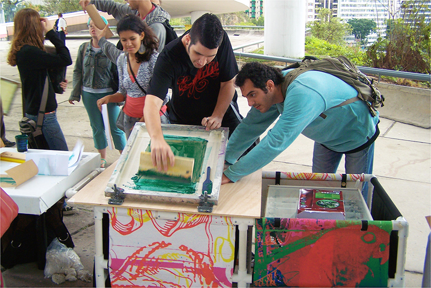 Oficina com artistas do RUST (Radical Urban Silkcreening Team)