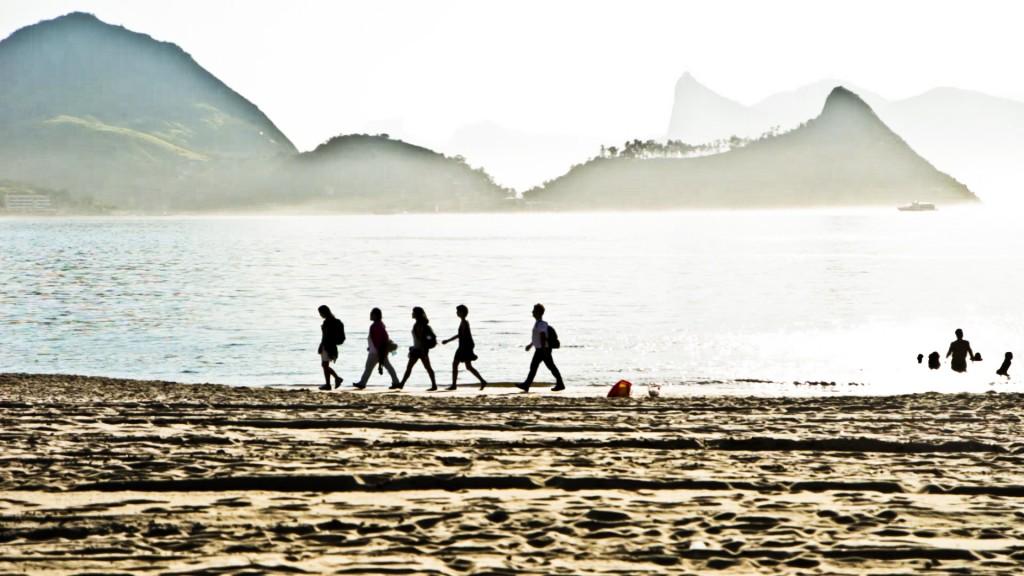 Vivian Caccuri, Caminhada Silenciosa, Niterói, 2013. Photos: Daniel Leão