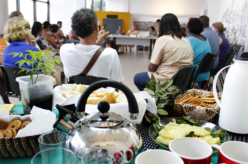 Chá das 5 (Tea at Five) reunion on January 9th, 2014. Photo Joana Mazza.