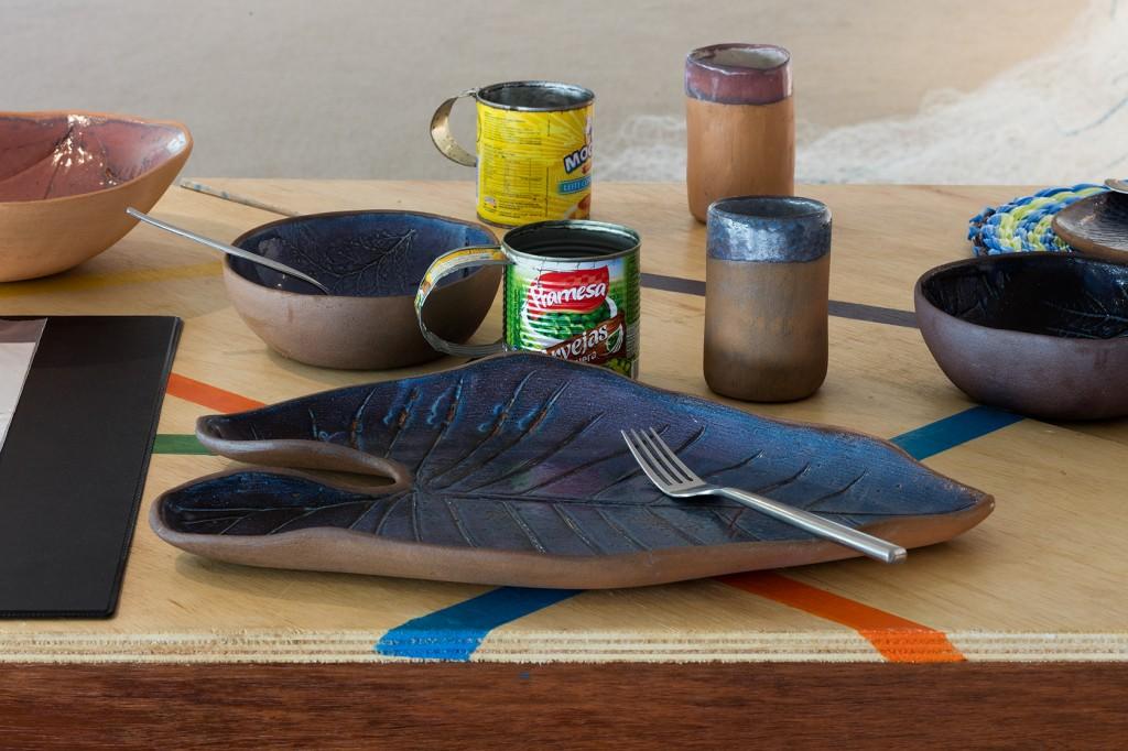 Imagem das obras do projeto Mesa Baldio. Foto da exposição Baía de Guanabara: Águas e Vidas Escondidas. Créditos da foto: Pat Kilgore, 2016.